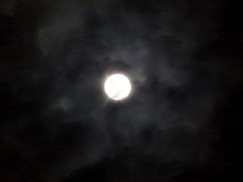 1-31 雲の中のスーパームーン 837