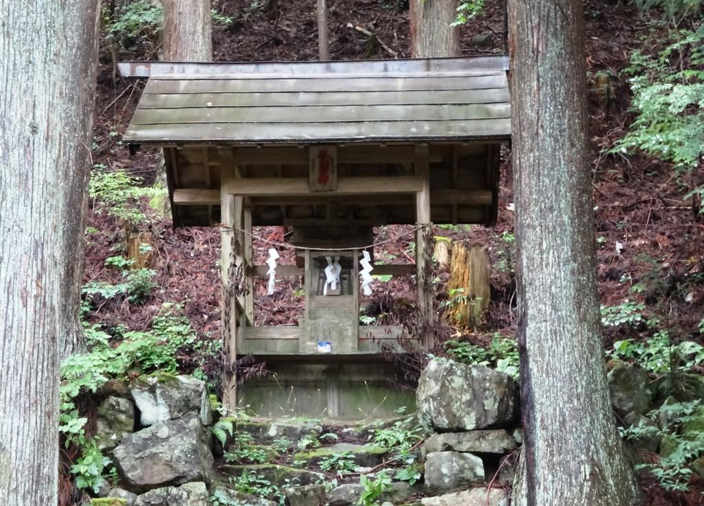 8-25 陣場形山 風三郎神社 939