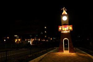 人形とけい塔夜写真