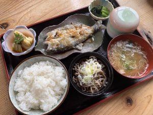 ⑩やまめの唐揚げ定食(かぐらの湯)