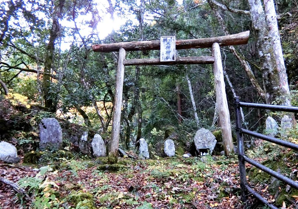 352 犬神神社